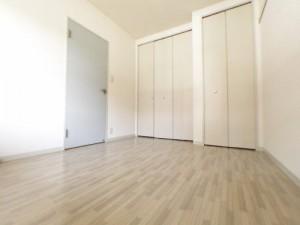洋室 ここにも収納2箇所あります